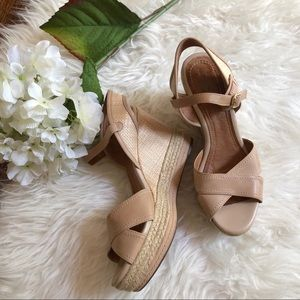 🌷 Clarks woven wedges